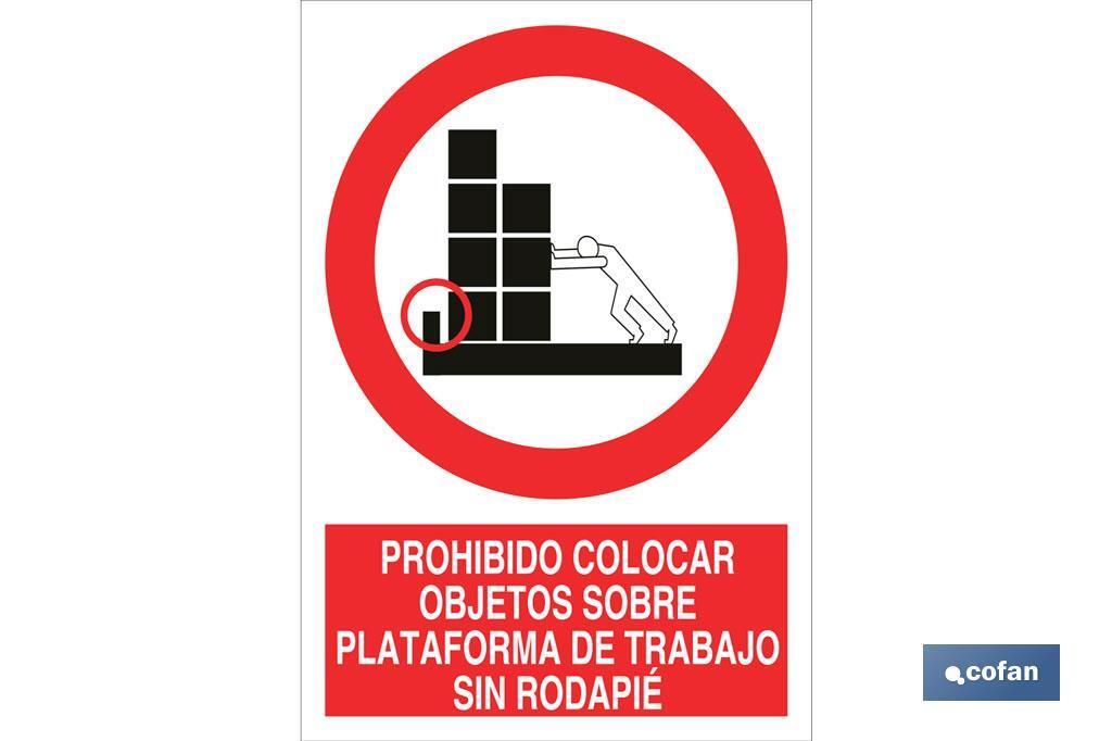 Prohibido colocar objetos sobre plataforma de trabajo sin rodapié